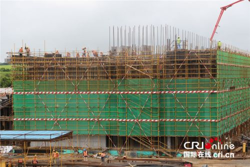 毛里求斯综合体育中心施工现场。尽管是农历新年期间,施工依旧如火如荼照常进行。