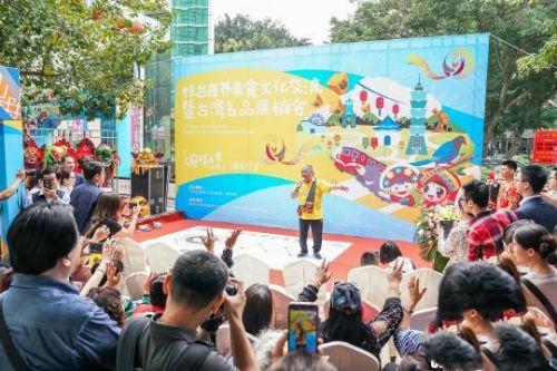 台湾歌手北原山猫吴廷宏给观众带来原汁原味的台湾原生态歌舞。 陈冠言 摄