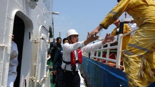 汕头附近海域一艘散货船遇险 船上11人全部获救。广东海事局供图