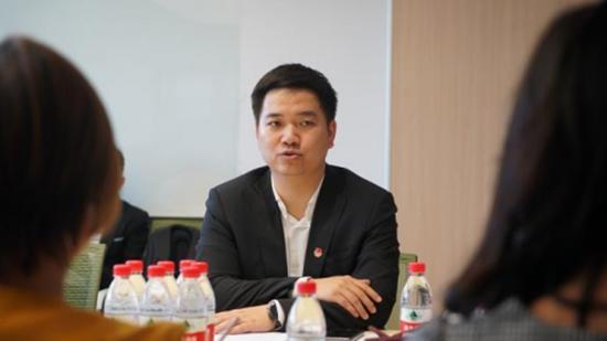 海淀区青联主席文思君先生代表发言,表示希望加强中马间的企业交流跟沟通。并对此次企业家访问表示热烈欢迎